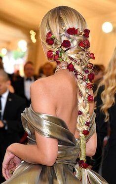 hair accessories Jasmine Sanders Hair at the Met Gala 2018 Jasmine Sanders, Chic Hairstyles, Pretty Hairstyles, Fantasy Hairstyles, Red Carpet Hairstyles, Flower Hairstyles, Drawing Hairstyles, Summer Hairstyles, Golden Barbie