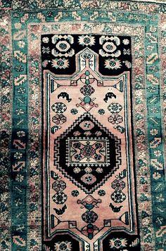 North Persian rug. 115  x  200cm  pink and dark blue. Shinny wool.    henide@hotmail.com