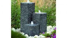 Tuinfonteinen (Waterornamenten voor in de tuin) Water in uw tuin is niet alleen een aantrekkelijk designobject, u kunt er ook een soort toevluchtsoord mee creëren. Het geluid van een sereen kabbelend stroompje beroert de zintuigen en laat u ontspannen in uw tuin. Geniet van de rust in deze hectische tijd!