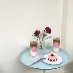 Pink isn't just a color. images from the web Kawaii Cooking, Cute Desserts, Aesthetic Food, Aesthetic Coffee, Cafe Food, Love Eat, Dessert Drinks, Cute Cakes, Something Sweet