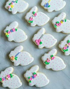 polka dot bunny cookies - Easter biscuits for themed edible gift idea No Egg Cookies, Fancy Cookies, Iced Cookies, Easter Cookies, Easter Treats, Holiday Cookies, Sugar Cookies, Cookies Et Biscuits, Easter Cake