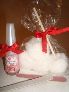 Lembrancinha da Moranguinho perfeita para aniversário de meninas ou como  brinde. Kit manicure é todo 34db079389c84