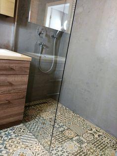 Ściana betonowa. Mikrocement - tynk strukturalny w łazience Dream House Interior, Interior Garden, Home Interior Design, Bathroom Renos, Bathroom Interior, Country Style Baths, Downstairs Toilet, Beach Bathrooms, Chula