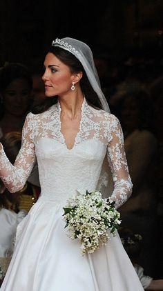 Quando o assunto são joias e acessórios, a duquesa de Cambridge também tem lá suas preferências. Kate costuma priorizar os brincos mais discretos, que casam muito bem com seu estilo, clássico e sofisticado.