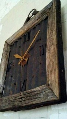 Barn Wood Clock with Rusted metal. Instead of clock add initial or something. Or insert picture of the barn from old wood. Barn Wood Crafts, Barn Wood Projects, Old Barn Wood, Metal Barn, Barn Tin, Salvaged Wood, Into The Woods, Western Decor, Rustic Decor