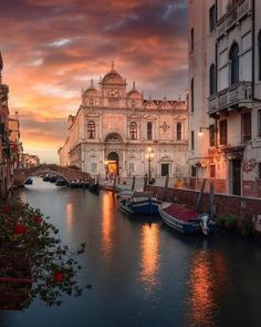 Italy Tourism, Italy Travel, Italy Trip, Cool Places To Visit, Places To Travel, Christmas In Europe, Venice Travel, Regions Of Italy, Building Art