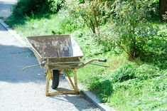 Käsintehtyä ja kaunista: Mailman ainoo Pispala Lassi, House Landscape, Wheelbarrow, Garden Tools, Museum, Yard Tools