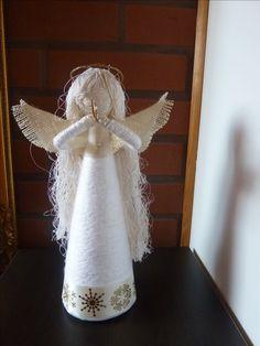 stozek ,włoczka nici mulina zwykłe i nici jedwabne, trochę kanwy i .... anioł gra na trąbce :)
