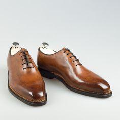 Bontoni Elegante. J'aime les souliers classiques en cousu norvegien.