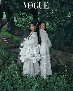 Vogue Photoshoot, Photoshoot Ideas, Korean Photoshoot, Vogue Korea, Vogue Spain, Architecture Tattoo, Vogue Covers, Vogue Magazine, Japanese Girl