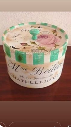 Decoupage Vintage, Decoupage Paper, Tin Can Crafts, Diy And Crafts, Hat Boxes, Cardboard Crafts, Musa, Printable Paper, Vintage Wood