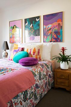 Home Decor Inspiration This maximalist bohemian space has plenty of colorful rugs, wall hangings, gallery walls and colorful chairs. We love the mid -century modern furniture combine with the bright textiles. Colorful Chairs, Colorful Rugs, Colorful Decor, Bright Decor, Colorful Wall Art, Colorful Furniture, Cheap Home Decor, Diy Home Decor, Spring Home Decor