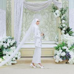 Malay Wedding Dress, Muslim Wedding Dresses, Bridesmaid Dresses, Muslimah Wedding, Wedding Hijab, Wedding Backdrop Design, Wedding Inspiration, Wedding Ideas, Bridal Looks