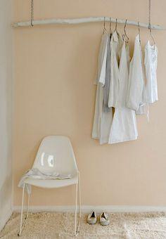 Decorando sem gastar: Guarda-roupa galho by A Gogo, via Flickr