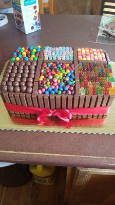 Torta Candy, Candy Cakes, Cupcake Cakes, Cupcakes, Chocolate Birthday Cake Decoration, Birthday Cake Decorating, Cake Decorating Tips, Simple Birthday Cake Designs, Creative Birthday Cakes