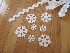 Sew Many Ways...: Tool Time Tuesday...No Sew Tree Skirt for $2.50 Diy Christmas Tree Skirt, Family Christmas, Christmas Diy, Christmas Decorations, Christmas Ornaments, Holiday Decor, Holiday Ideas, Hello Everyone, Tree Skirts