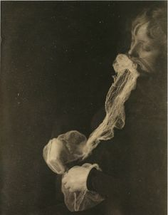 Victorian spirit photography, from Poemas del río Wang: Fantômes (2) — Esprits