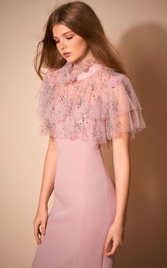 Get inspired and discover Jenny Packham trunkshow! Shop the latest Jenny Packham collection at Moda Operandi. Pink Fashion, Fashion 2020, Couture Fashion, Runway Fashion, Fashion Show, Fashion Dresses, Jenny Packham, Gala Dresses, Evening Dresses