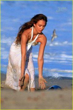 Jessica alba's beach style