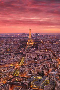 Burning sky over #Paris (by Matthias Haker)