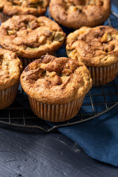 Legit Low Carb & Keto Apple Muffins (With Zucchini! Low Sugar Recipes, Low Carb Chicken Recipes, Sugar Free Desserts, Keto Recipes, Keto Desserts, Free Recipes, Healthy Low Carb Dinners, Low Carb Dinner Recipes, Healthy Foods