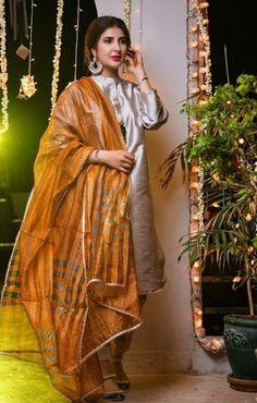 Simple Pakistani Dresses, Pakistani Dress Design, Pakistani Bridal, Designer Anarkali Dresses, Designer Dresses, Designer Wear, Embroidery Suits Design, Kurta Designs Women, Indian Wear