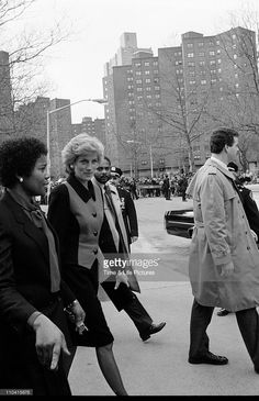 02.02.1989; New York, USA: PRINCESS DIANA makes a visit to the Henry Street settlement for homeless children and families on the Lower East Side. Diana's whirlwind visit to New York lasted 43 hours.