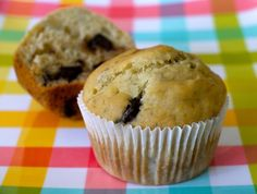 Banana Chocolate Chip Muffins - from Weelicious - fast, easy, and fresh baby and toddler food and recipes for the entire family appetizers-and-meals raynaovg Banana Chocolate Chip Cookies, Mini Chocolate Chips, Chocolate Muffins, Baby Food Recipes, Dessert Recipes, Toddler Recipes, Kid Recipes, Muffin Recipes, Healthy Desserts