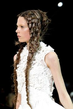Alexander McQueen Spring 2011 Ready-to-Wear Accessories Photos - Vogue