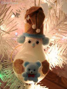 Light Bulb Snowmen Ornament - DIY