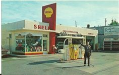 Vintage Shell Gas Service Station Googie Sign (photo print of postcard) Old Gas Pumps, Vintage Gas Pumps, Shell Oil Company, Royal Dutch, Shell Gas Station, Pompe A Essence, Gas Service, Old Garage, Old Gas Stations