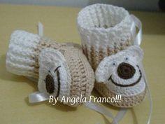 Botinha Baby UrsoCano Longo!!! <br>Cano longo e curto no mesmo sapatinho!!! <br>A cor é opção do cliente!!! <br>Feito em crochê com linha de algodão e de alta qualidade!! <br>Tamanho de 0 a 3 meses,3 a 6 meses e 6 a 9 meses!!! <br> <br>MODELO EXCLUSIVO NÃO COPIE NÃO MODIFIQUE!!! <br> <br>By Angela Franco!!! <br>Inovando pra você!!!