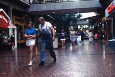 What American shopping malls looked like in 1989 Baby Drawing, Retro Waves, Shopping Malls, Popular Culture, Home And Away, New Wave, Candid, The Past, Bring It On