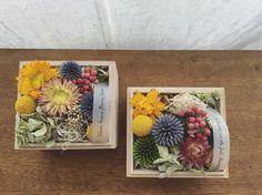 木箱 ドライフラワー小花セット  木箱にドライフラワーのお花や木の実をアレンジしました。 箱の蓋を開けると広がる香り、 思わず笑顔になる作品です。  花は、おまかせになります。  ギフトにも人気です。  縦 11㎝ 横 10㎝ 高さ 10㎝