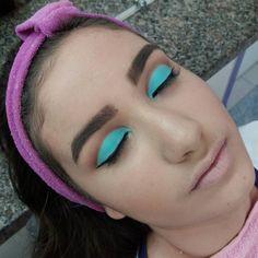 Cut crease também feito ontem no curso de maquiagem profissional  ! #instabgs #institutoembelleze #instituto #curso #cursodemaquiagem #cutcrease #cutcreasemakeup #maquiagem #makeup #make #maquiadoraprofissional #maquiadora #aneehalves