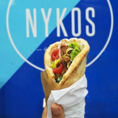 Souvlaki @nykosgreekfood  ___________________________ 65 contact@nykos-food.com Paris Retrouvez et privatisez son emplacement sur Track the truck www.tttruck.com  ___________________________ #eat #foodtruck #streetfood #foodlover #foodporn #yummy #tasty #foodie #souvlaki #sandwich #greekfood #delicious #fresh #summer #foodphoto #foodstagram #foodpics
