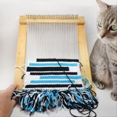 Inexpensive DIY Loom Save BIG bucks and make a DIY loom out of stuff you probably already have lying around! The post Inexpensive DIY Loom appeared first on Weaving ideas. Yarn Crafts, Fabric Crafts, Diy Crafts, Diy Projects To Try, Craft Projects, Simple Projects, Diy Design, Weaving Projects, Loom Weaving