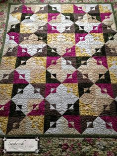 Pattern = Past & Present by Kim Brackett, pieced by Sherry Reeb, quilted by Barbara Kuvshinoff
