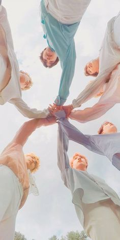 This is a Community where everyone can express their love for the Kpop group BTS Namjoon, Bts Taehyung, Seokjin, Rapmon, Bts Bangtan Boy, Bts Boys, Bts Jimin, Foto Bts, Bts Group Photos