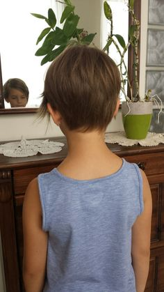 Back side of toddler pixie - Anuuk kurze Haare - Little Girls Pixie Haircuts, Kids Short Haircuts, Girl Haircuts, Little Girl Hairstyles, Pixie Hairstyles, Cool Hairstyles, Girl Short Hair, Short Hair Cuts, Short Hair Styles