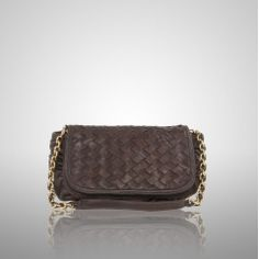 How do I choose the Best Clutch Purses? A great tip for choosing the best clutch purses is to think in terms of the opposite of your body shape. For example, if you're tall and/or thin, a squarish, soft clutch purse is likely to be flattering. If you're plus-sized, a sleek envelope shape can be a better choice. Leather tends to be a good, durable choice for everyday clutches, while something beaded, sequined, metallic or satiny can be stunning for evening wear.