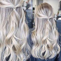 Beautiful Platinum Blonde Hair Color Ideas - Golden Blonde Hair With Platinum Highlights - Platinum Blonde Highlights, Platinum Blonde Hair Color, Golden Blonde Hair, Balayage Hair Blonde, Brown Blonde Hair, Hair Highlights, Ombre Hair, Balayage Hairstyle, Blonde Color