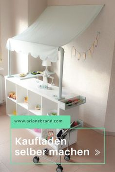 DIY: Make your own store – everyone can do that: a very simple IKEA hack Toy Rooms, Kids Wood, Little Girl Rooms, Kid Spaces, Kids And Parenting, Diy For Kids, 5 Kids, Girls Bedroom, Kids Playing
