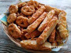 Sajtos perecek | Betty hobbi konyhája Onion Rings, Chicken Wings, Shrimp, Meat, Ethnic Recipes, Food, Eten, Meals, Onion Strings