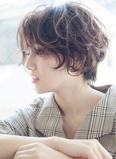 Short Feminine Haircuts, Korean Short Hair, Haircut For Older Women, Permed Hairstyles, Short Hair Styles, Hair Makeup, Hair Cuts, Beauty, Hair Ideas