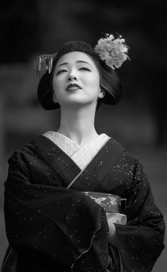See more ideas about japanese culture and traditions, japanese geisha and g Geisha Japan, Geisha Art, Kyoto Japan, Japan Japan, Okinawa Japan, Japanese Beauty, Japanese Girl, Asian Beauty, Beau Gif
