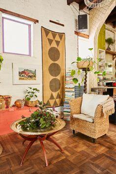 Bohemian decor – Eclectic Home Decor Today Restaurant Design Vintage, Vintage Design, Style Vintage, Vintage Decor, Bohemian Living, Bohemian Decor, Boho Chic, Tree Interior, Interior Design