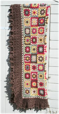 Coco Rose's *beautiful* Evening Sun blanket; really enjoyed her blog post about this. Edging is from Doris Chan's 'All Shawl', pattern here ~ http://www.ravelry.com/patterns/library/all-shawl #crochet #blanket #granny_square #edging #color