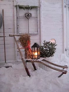 Ideas how to make comfortable rustic outdoor christmas décoration 32 Noel Christmas, Primitive Christmas, Outdoor Christmas Decorations, Country Christmas, All Things Christmas, Winter Christmas, Vintage Christmas, Xmas, Vintage Sled