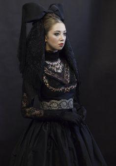 The beautiful Viennese, designer: Susanne Bisovsky, Vienna sept. 2015 (The Belle V … - bridge. Sissi, Vintage Mode, Pastel Floral, Vintage Bridal, New Outfits, Headpiece, Vintage Fashion, Vienna, Lady
